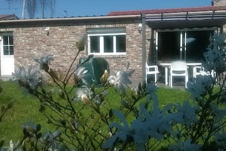 Jolie maison plein pied avec terrasse et pergola - Dom
