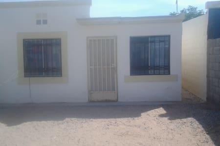 room for rent for budget minded. - Ciudad Juárez - Dům