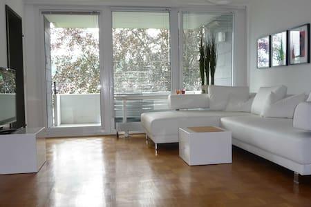 Schicke Wohnung, tolle Aussicht - Huoneisto