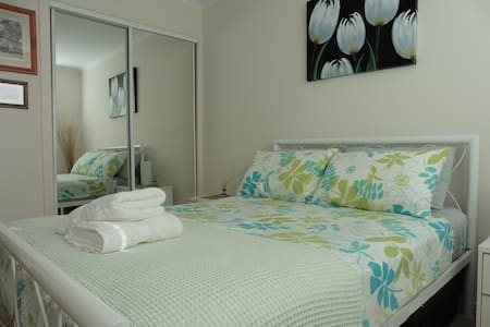 A fresh and modern room near the beach & river - Nambucca Heads