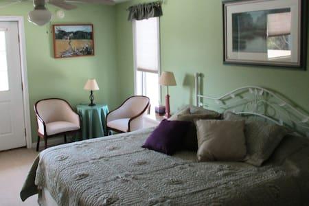 Woodsong Inn Osprey Room - Bed & Breakfast