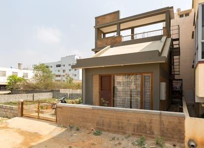 Comfort living  off Bannerghatta rd - Bangalore - House