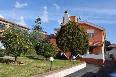 Casa Vacanze Villa Cinzia - Villaggio del Pino BELPASSO