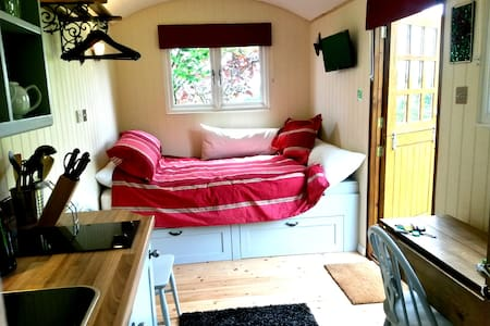 Luxurious Shepherds Hut + Private Garden & Views - Capanna