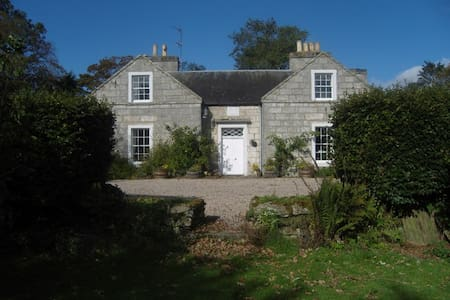 Double bedroom with bathroom at Inverbrora Farm - Bed & Breakfast