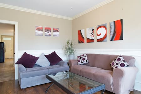 Private 3 bed Apt. close to Midway - Lakás
