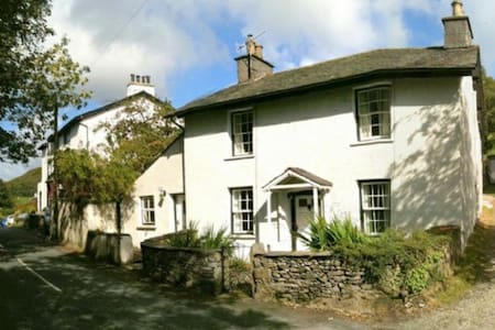 CRAKE COTTAGE, Spark Brdge, South Lakes - House