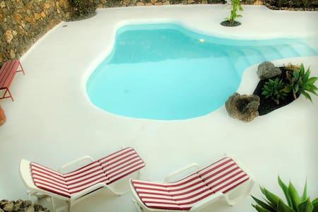 Casa Los Olivos, jameos del agua style pool - Macher - Casa