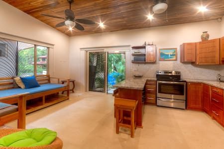 Guiones Beach Bungalow. Walk to SURF, YOGA! - House