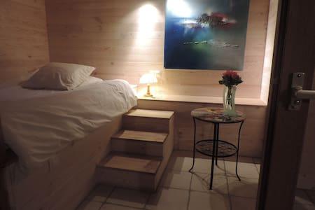 Chambre dans maison écologique - Barby - Lepianka