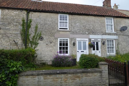 Eastville, a cosy cottage in North Yorkshire - Wombleton - House