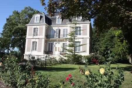 Le Castelet - Ensemble des Chambres - Avesnes-en-Bray - Schloss