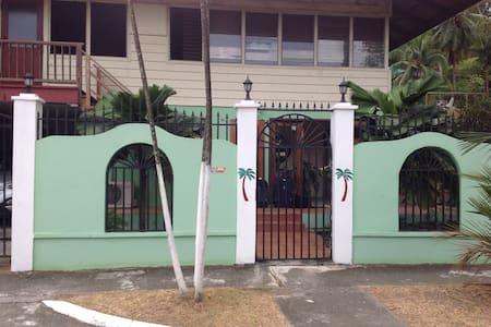 B&B entouré de verdure et foret - Panama