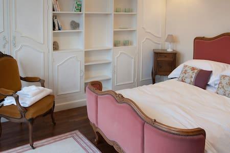 L'Escapade - Chambres d'hotes - Penzion (B&B)