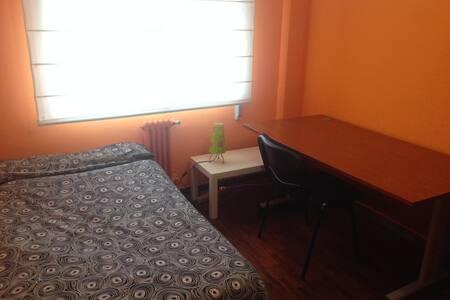 Habitación en Ponferrada. - Apartment
