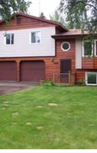 Large home located near Chena Lakes - North Pole - Dom