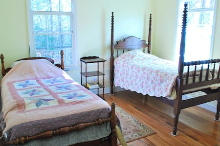 Small guest room at Healing Path - Atene - Bed & Breakfast