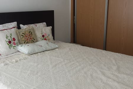 Nice couple room 15 min from Lisbon - Apartamento