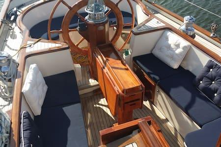 Übernachtung auf 18-Meter-Yacht - Bot