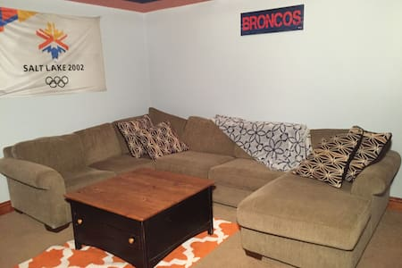 Private Basement Apartment in Eagle - Hus