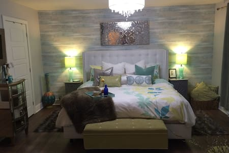 Gorgeous, Luxurious and Spacious! - Brossard - Appartement en résidence