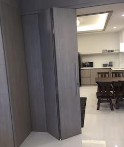 Family Room Condo Nr Shoping Mkt PratunamFree WiFi - Bangkok - Lägenhet