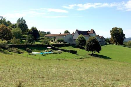 """La Glaudie, gîte de la """"Cour"""" en Périgord Vert - Dům"""