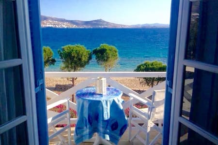 *BEACHFRONT* Studio for 2 ~ Krios Beach! - paros - Daire