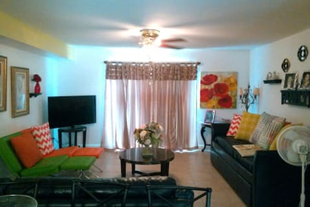 Relax & Enjoy this Spacious Biloxi Beach Condo - Apartamento