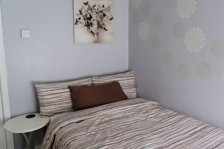 Cosy room near Swansea (SA7), breakfast included - Birchgrove - Huis