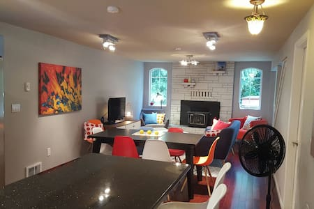 Wandering Wombat Guest House Issaquah - 4BR/2 bath - Issaquah - House