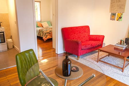 Artists Studio Apartment | 15 min by train to City - Caulfield North