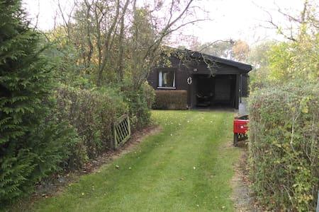 Sommerhus ved Hasmark - Enebærodde - Stuga