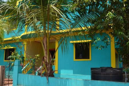 Дом с 4 спальнями у пляжа Мандрем - Ház