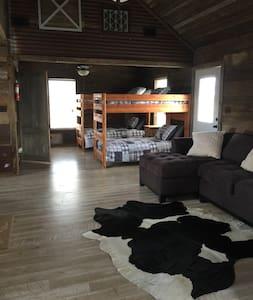 7D Ranch Bunkhouse Cabin #2 - Navasota - Zomerhuis/Cottage