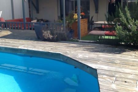 Villa de plein pied avec piscine - Salles - Inap sarapan