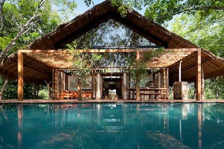 Sri Lankan Tropical Retreat - Hemmathagama, - Hus
