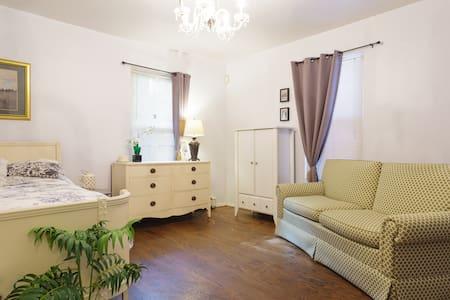 Room for females near Longwood Medical + Village T