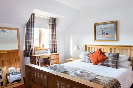 Friendly, quiet, comfy Kingsize room and breakfast - Hus