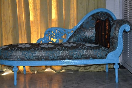 Bed & Breakfast ACCOMMODATION AVAILABLE in Islamabad   Room rates Standard Deluxe Rs 4000/-per night  Double Deluxe RS 6000 /- Both rooms come with a package of complimentary breakfast & Free WiFi   Location:- The guest rooms are Conveniently located