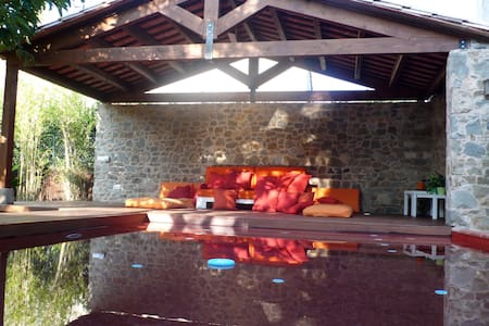Amazing XVIII Century House,Empordà - Bed & Breakfast