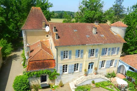 Elegant suite within Chateau Coye - Sainte-Colombe