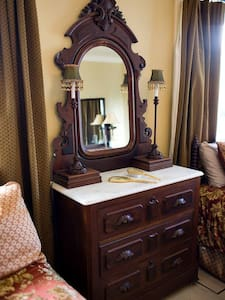 The New Orleans Room at The Bay Bed & Breakfast - Hattiesburg - Apartment