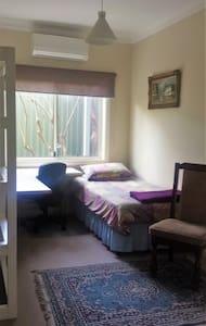Comfy Room in Quiet House - Beecroft - Dom
