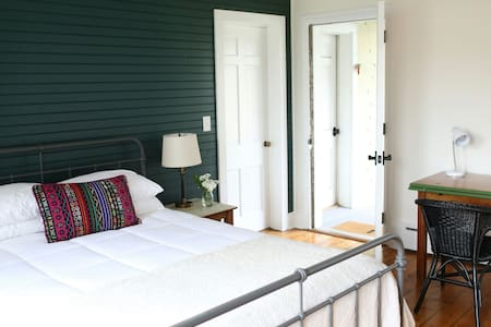 Historic Cottage Suite #1 Attached Bed + Bath - Long Branch - Σπίτι