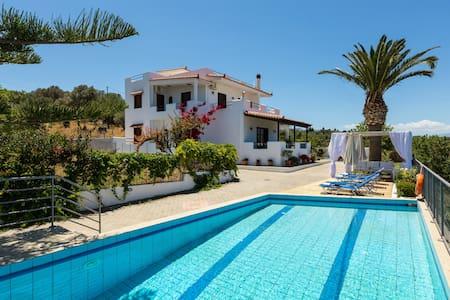 Aetos, Renovated Villa Near the Sea - Villa