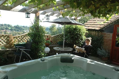 Tallet Hillside Cottage & Hot Tub - Gloucestershire - Hus