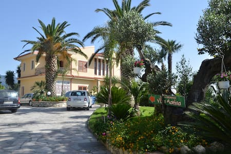 VILLA MARINA b&b cleto - Bed & Breakfast