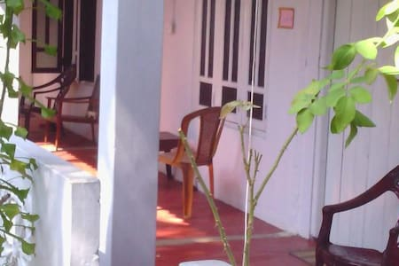 Alex Rooms - Trincomalee - Bed & Breakfast