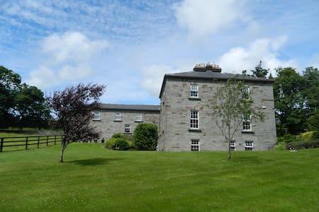 Built in 1766 - The Glebe House - Haus